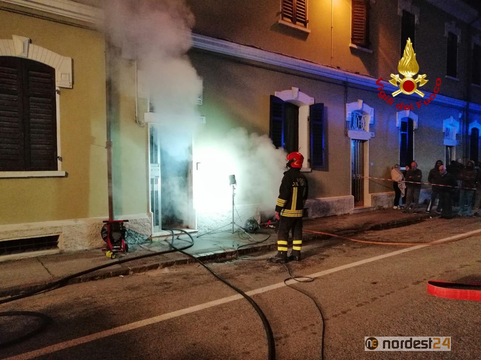 Incendio nel seminterrato: i pompieri salvano l'intero ...