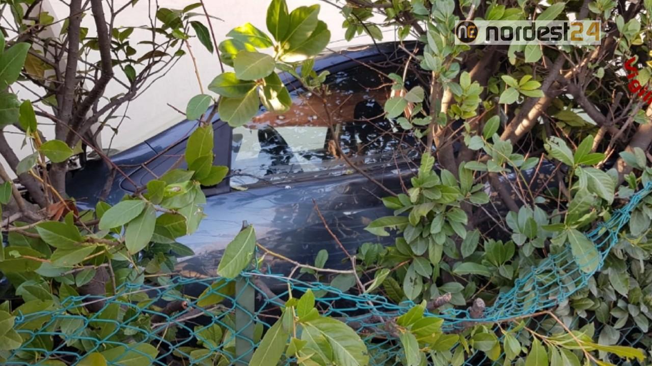 Giardino Di Una Casa scontro tra auto: una finisce nel giardino di casa – nordest24