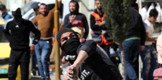Scontri Cisgiordania, dimostrante ucciso