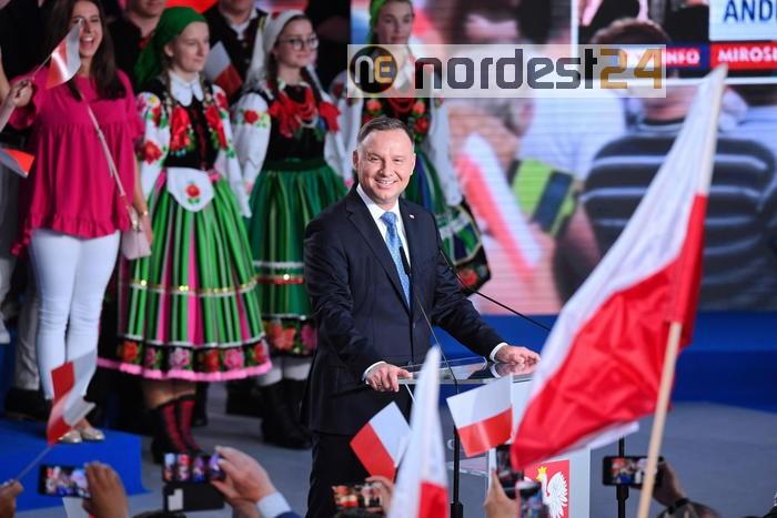 Polonia: Duda punta voti nazionalisti e attacca adozioni gay