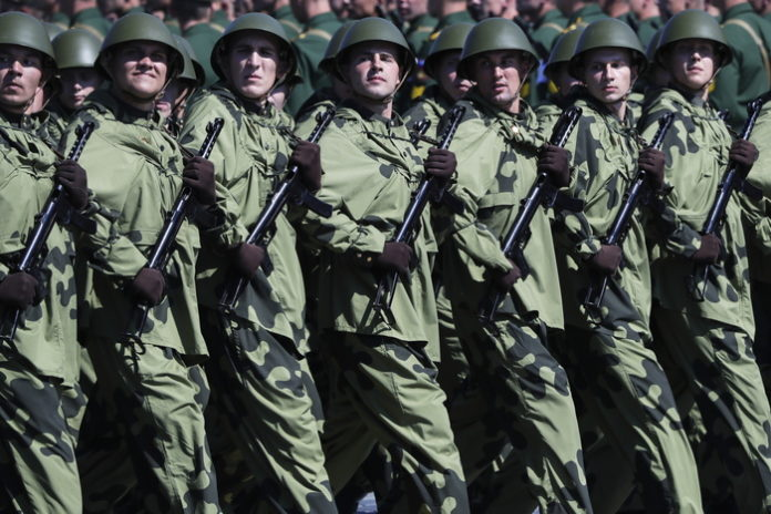 Russia: non lavorare per referendum e parata costa 5 mld dlr