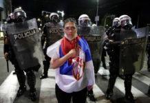 Calma a Belgrado, si contano feriti